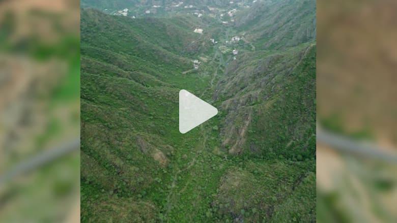 """في حلتها الخضراء.. مصور سعودي يرصد جبال """"رجال ألمع"""" الشاهقة"""