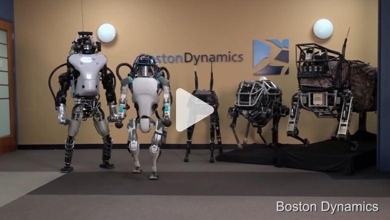 روبوت ذكي ينفذ حركات الباركور الخفيفة