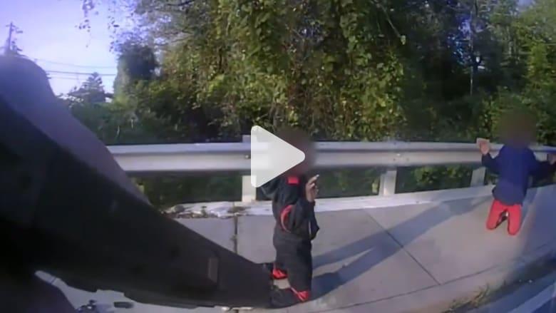شرطي أمريكي لطفلين: كان من الممكن أن أقتلكما