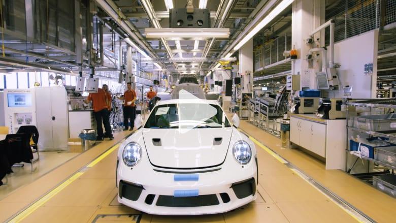 اختلس النظر داخل المصنع الرئيسي لسيارات بورشه في ألمانيا
