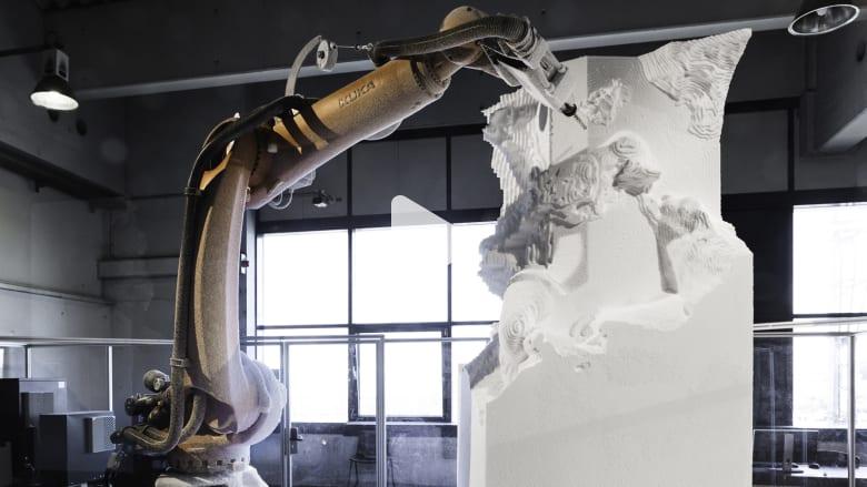 مايكل أنجليو القرن الـ21.. روبوتات فنية تنحت أجمل التماثيل