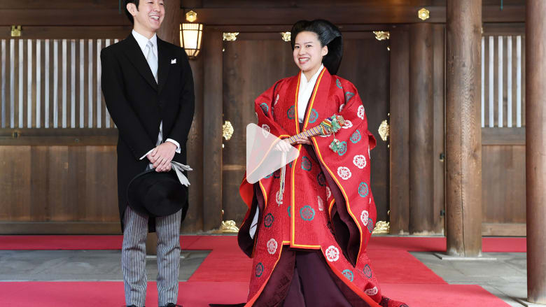 تخلت عن لقبها الملكي لأجل الحب.. زواج الأميرة أياكو باليابان