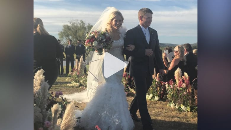 مقتل عروسين بعد ساعات من حفل زفافهما بعد تحطّم مروحيتهما