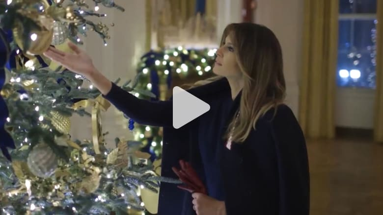ميلانيا ترامب تستعرض زينة الكريسماس في البيت الأبيض