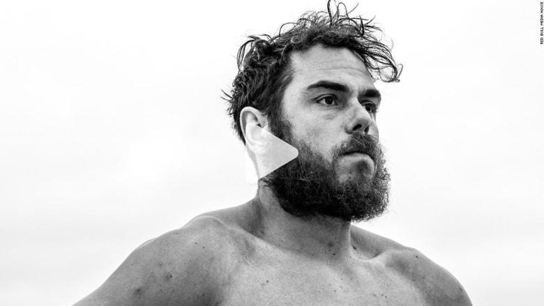أول شخص يسبح حول بريطانيا.. 1792 ميلا في 157 يوما