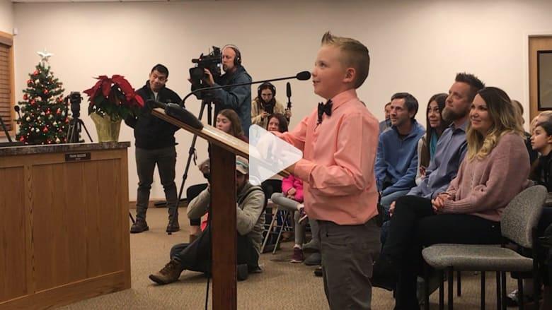 طفل يلغي قانونا عمره حوالي الـ100 عام في مدينته