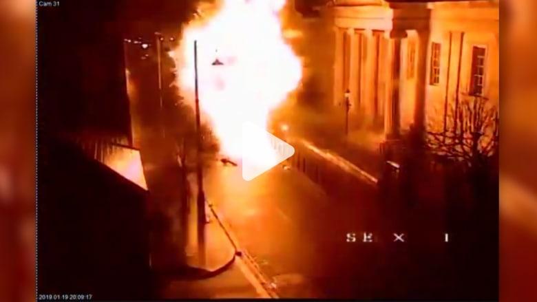 لحظة انفجار المركبة المفخخة في إيرلندا الشمالية