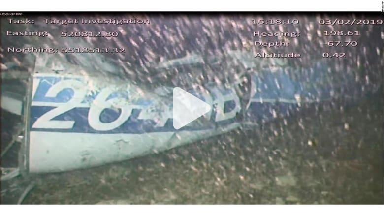 انتشال جثة من حطام طائرة اللاعب الأرجنتيني سالا