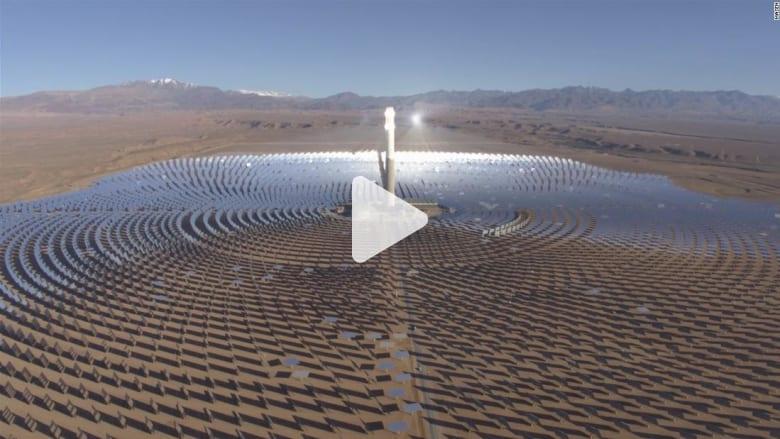 في بلد عربي.. أين تقع أكبر مزرعة للطاقة الشمسية في العالم؟