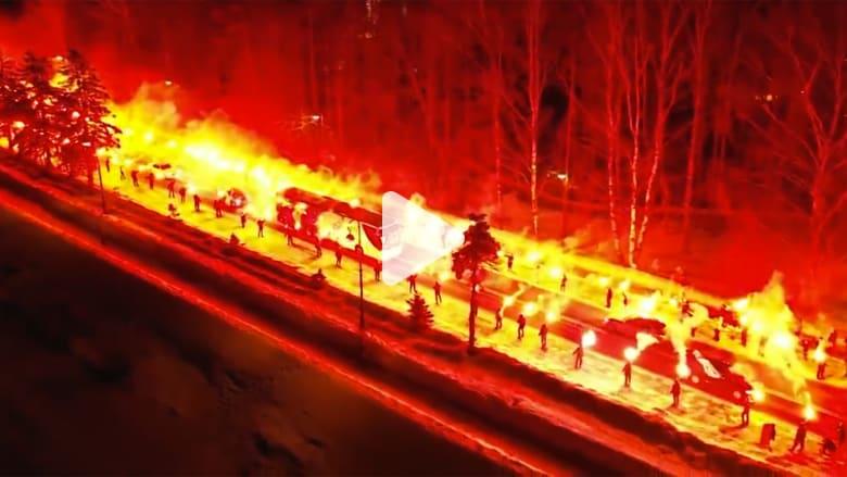 جماهير نادي روسي تصنع ممرًا ناريًا لفريقهم