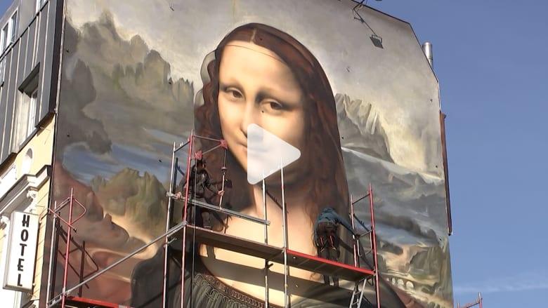 خلق هؤلاء الفنانون نسخة عملاقة من الموناليزا على مبنى ببرلين