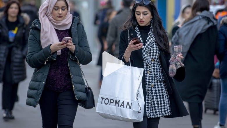 """مسح: التسوق عبر المحمول يتزايد و"""" السوشيال ميديا"""" تؤثر في قرارات الشراء"""