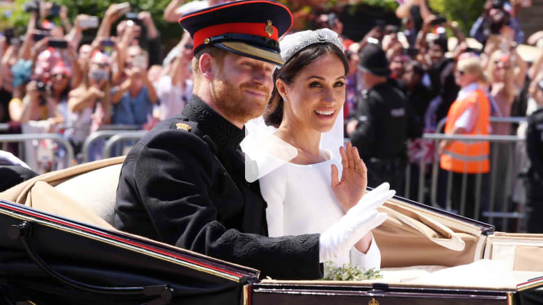 قصة ميغان ماركل والأمبر هاري.. من موعد مدبر إلى زفاف ملكي