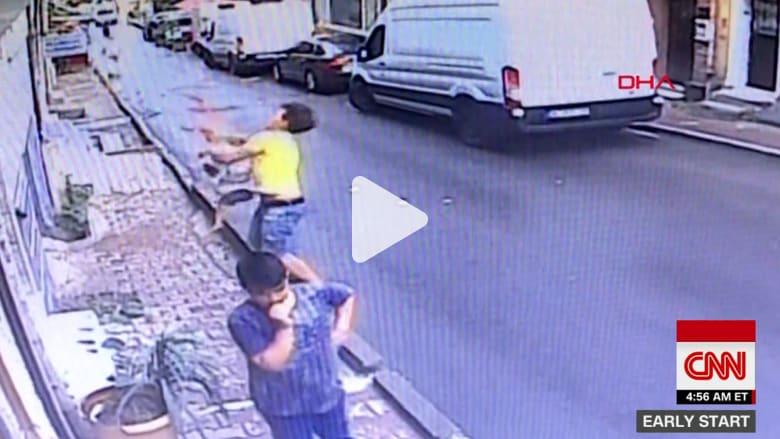 شاهد..شاب جزائري ينقذ طفلة سورية سقطت من نافذة منزل بإسطنبول