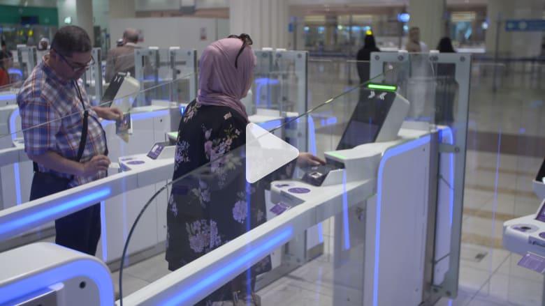 شاهد كيف تنجز مطارات دبي معاملة المسافر بأقل من 10 ثواني