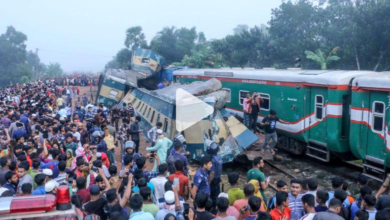 اللحظات الأولى لحادث تصادم قطارين في بنغلاديش