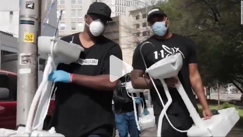 في لفتة إنسانية.. رجل يضع مغاسل متحركة لحماية المشردين خلال انتشار كورونا