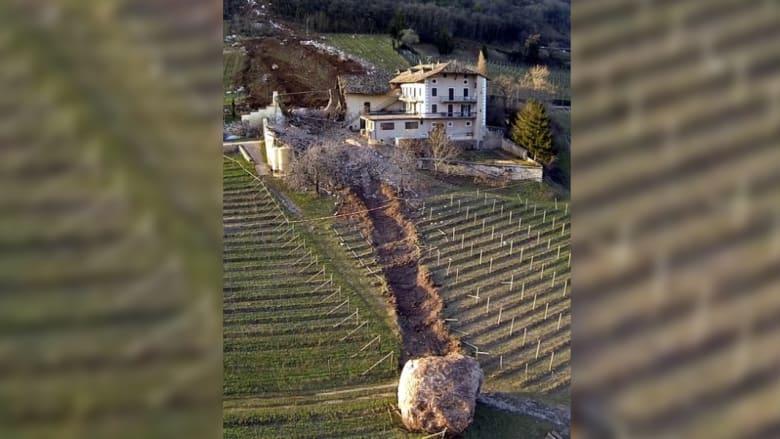 جلاميد ضخمة تشن هجوماً على منزل بإيطاليا
