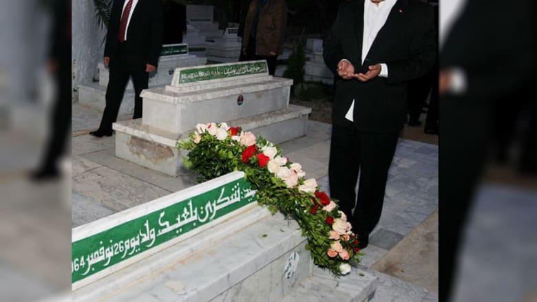 لماذا زار المرزوقي قبر شكري بالعيد سرّا?