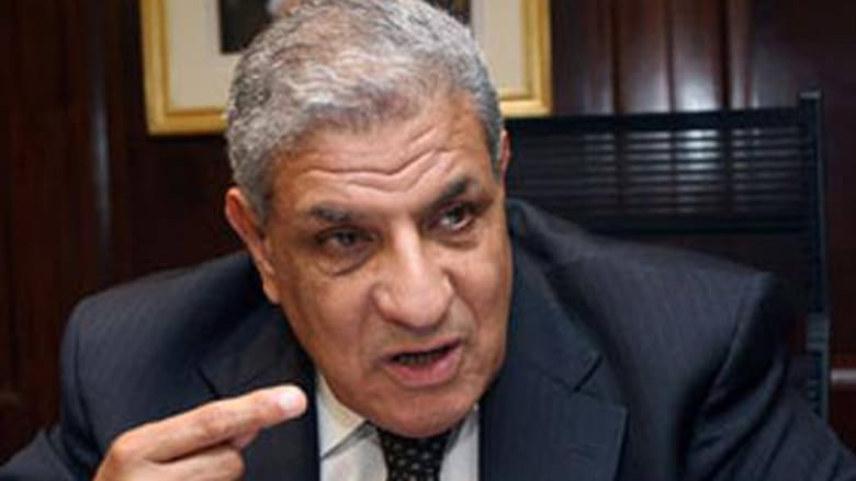 """إبراهيم محلب.. من """"رجل مبارك"""" إلى رئاسة حكومة مصر"""