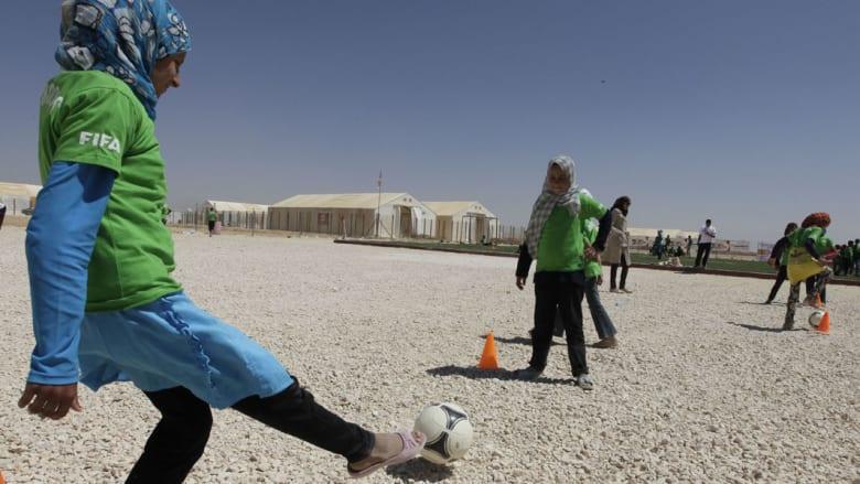كرة القدم..لإعطاء جرعة أمل للاجئات السوريات في مخيم الزعتري