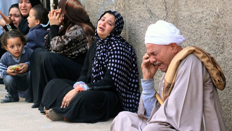 بالصور: مصر في يوم .. محاكمات ومظاهرات