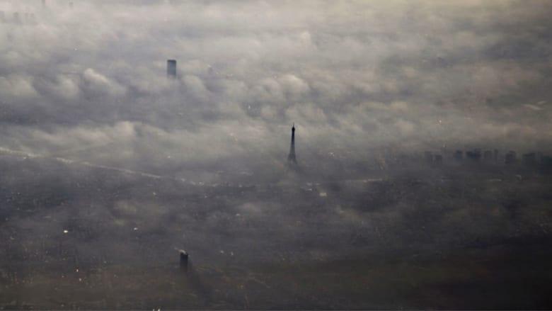 برج إيفل يحتفل بكونه ملتقى للعشاق على مدى قرن وربع