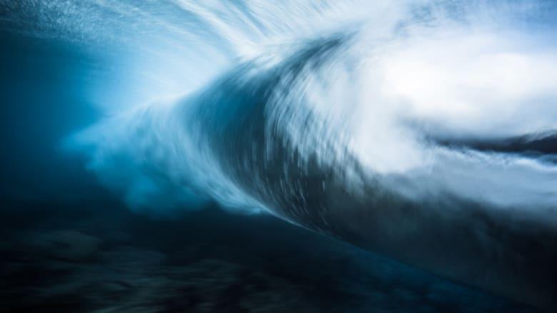 ويقول إن هذه الصور هي رؤيته الشخصية لهذه الأمواج.