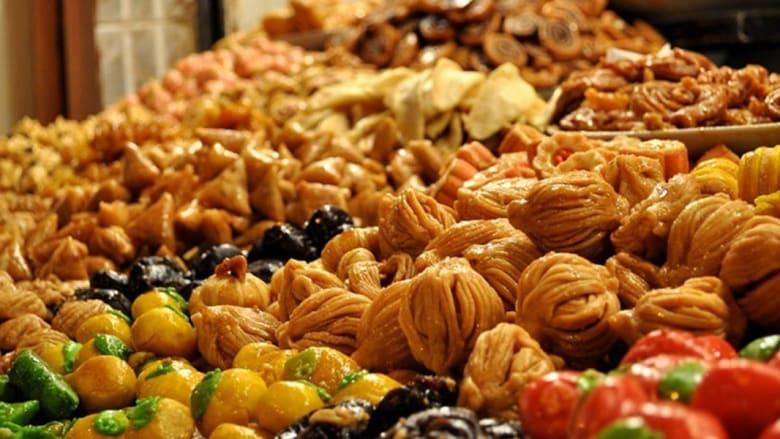 المأكولات الشعبية في المغرب.. بين روائح الشباكية المقلية وتوابل الزيتون بالكاري