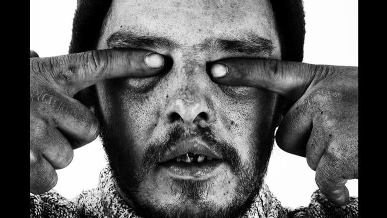 قام المصور جيوفاني ترولو بتصوير وجوه المشردين الذين كانوا يوما ما ناجحين في حياتهم.