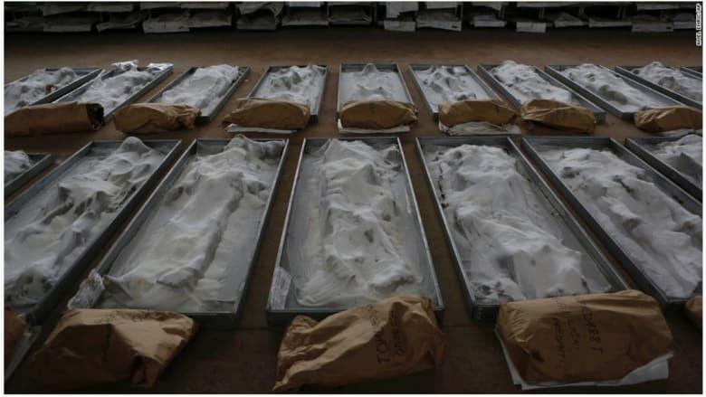 بقايا أجسام محفوظة بالملح يتم عرضها لتحديد هويتها بالقرب من بلدة سانكسي كوست في البوسنة.
