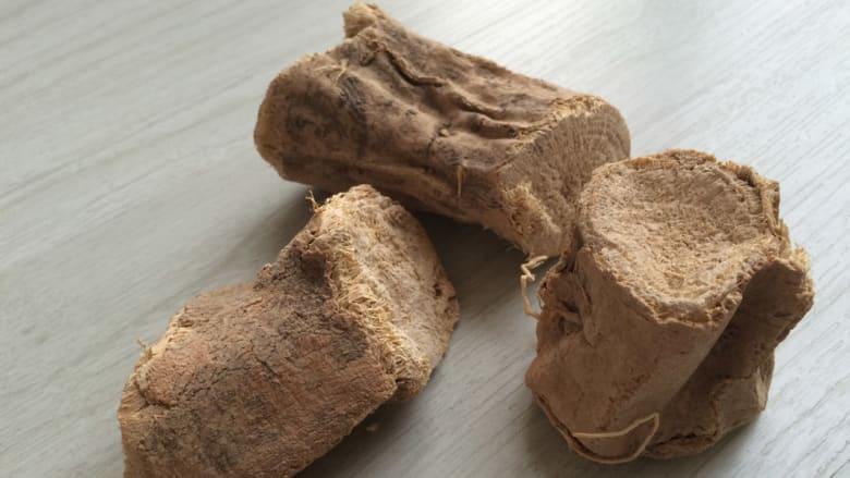 صورة لنبتة العود الهندي