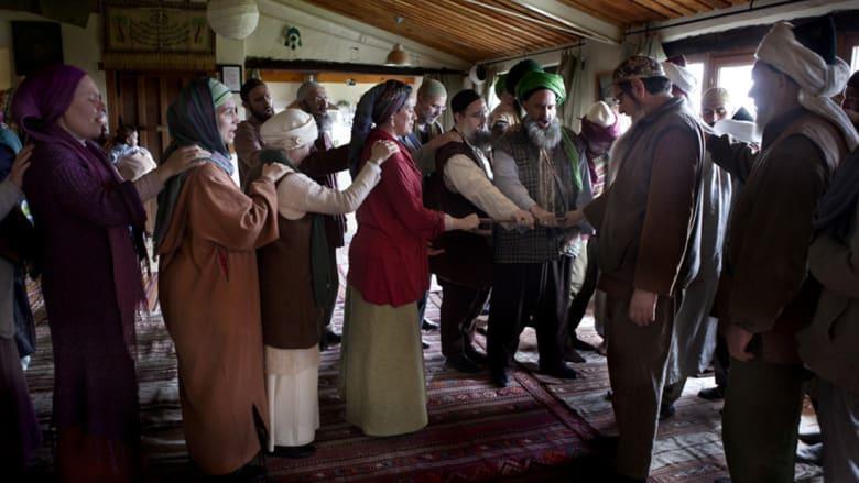 يحتفل الصوفيون بطريقتهم الخاصة بعد اعتناق شخص جديد للإسلام.