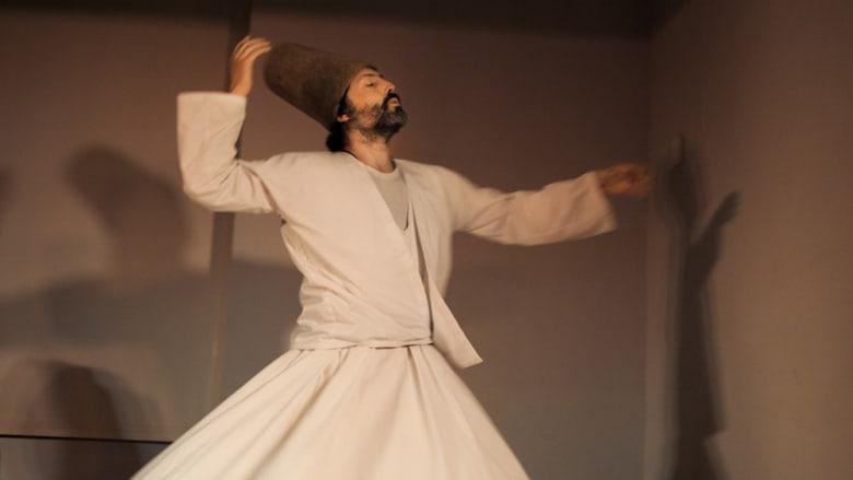 """أخذ الصوفيون رقصة """"الدرويش"""" من الثقافة التركية لتصبح جزءاً من هويتهم."""