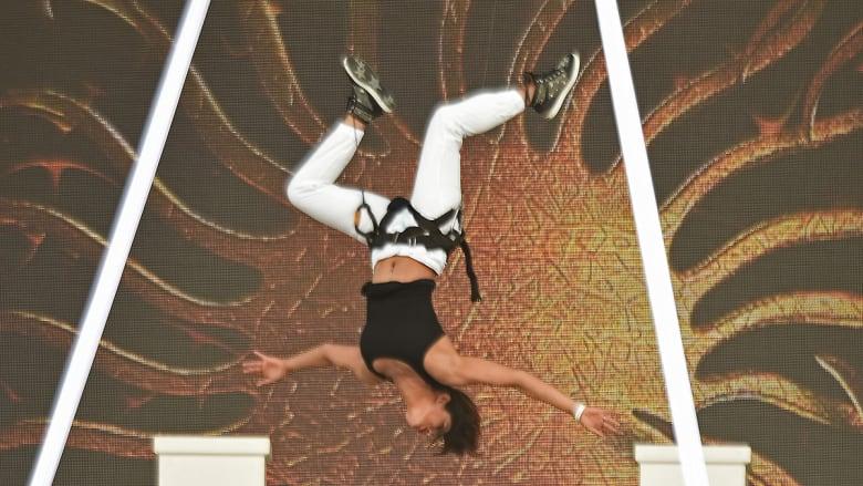 بريانكا شوبرا على مدرج رايموند جيمس في فلوريدا.