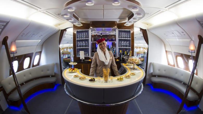 طبقة رجال الأعمال في طائرة طيران الإمارت العملاقة