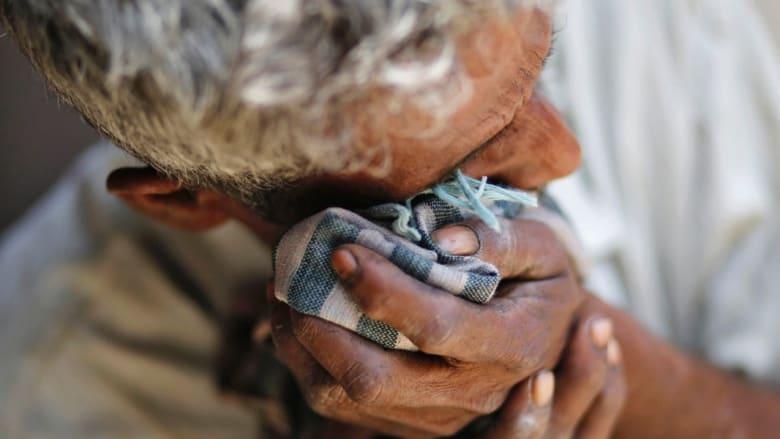 الأسبوع في صور.. إغماء خلال خطاب ملكي واحتجاز فلسطيني وحزن هندي اغتصبت ابنته