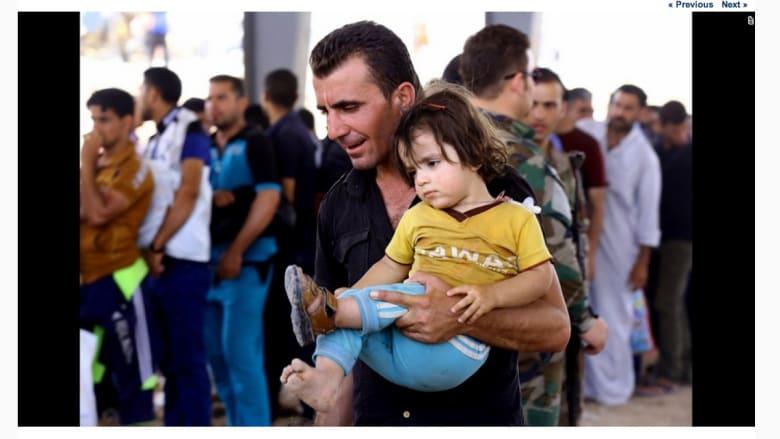 عراقيون في الموصل يهربون إلى مخيم لاجئين بالقرب من أربيل.
