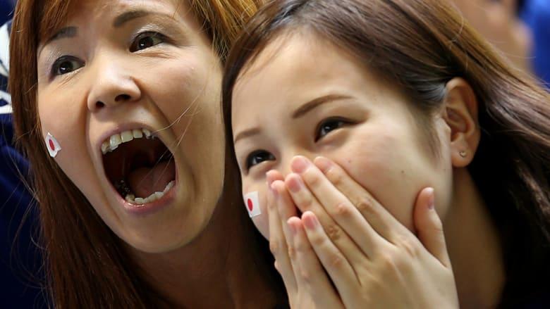 مشجعات من اليابان خلال المباراة.