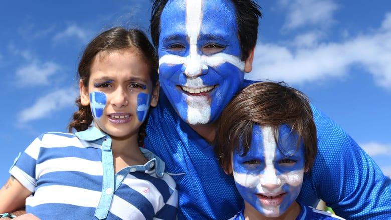 مشجعي اليونان.