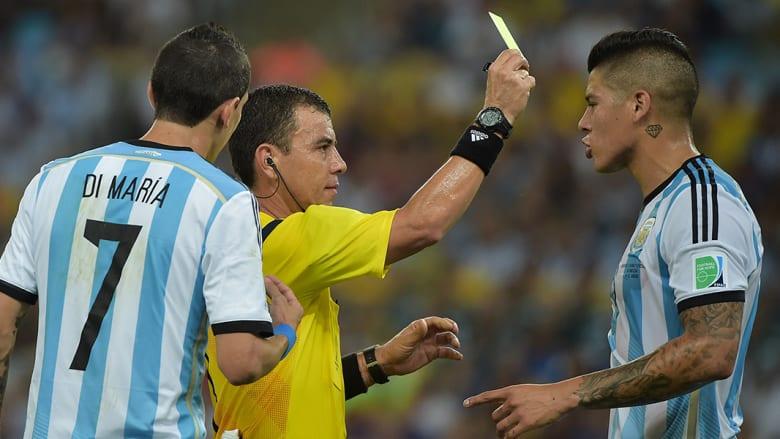 ماركوس روجو كم أرجنتينا يحصل على بطاقة صفراء.