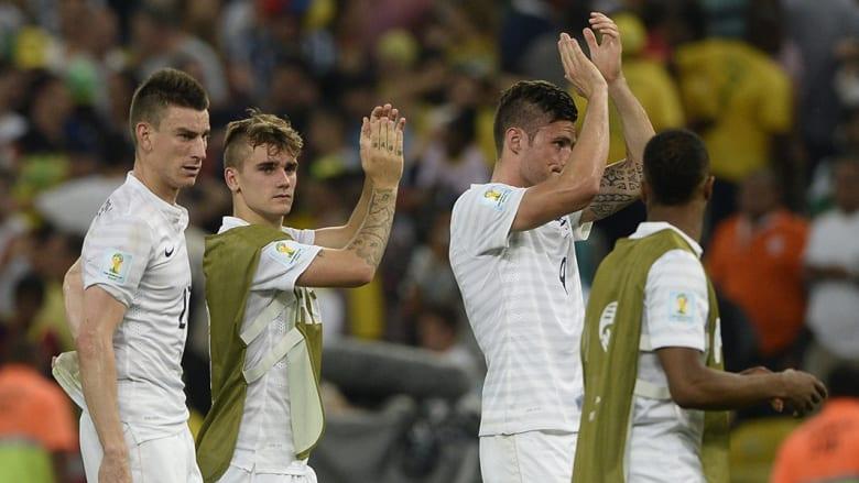 حل المنتخب الفرنسي في صدارة المجموعة الخامسة بـ7 نقاط، من فوزين متتاليين على كل من هندوراس بثلاثية نظيفة، ثم سويسرا 5-2، قبل أن يتعادل سلبياً مع منتخب الإكوادور.