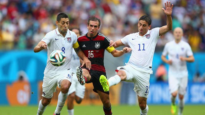 """وحل منتخب الولايات المتحدة ثانياً بـ4 نقاط، وبفارق الأهداف عن البرتغال، حيث فاز في مباراته الأولى على غانا بهدفين لهدف، ثم تعادل مع البرتغال بهدفين لمثلهما، قبل خسارته أمام """"الماكينات"""" الألمانية."""