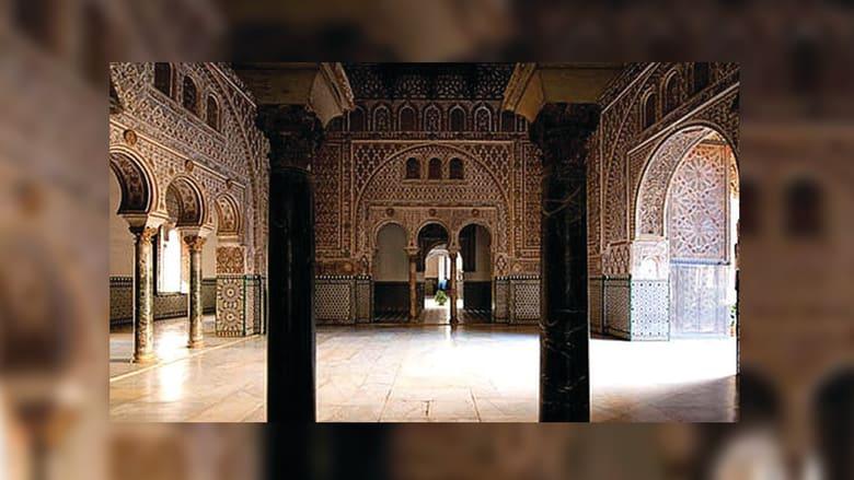 ويشتهر القصر بالديكور الأندلسي المعقد بعد أن خضع لتجديدات عديدة.
