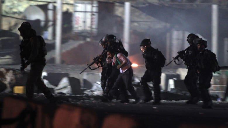 اعتقال متظاهر فلسطيني فجراً في احتجاجات قلنديا تضامنا مع غزة