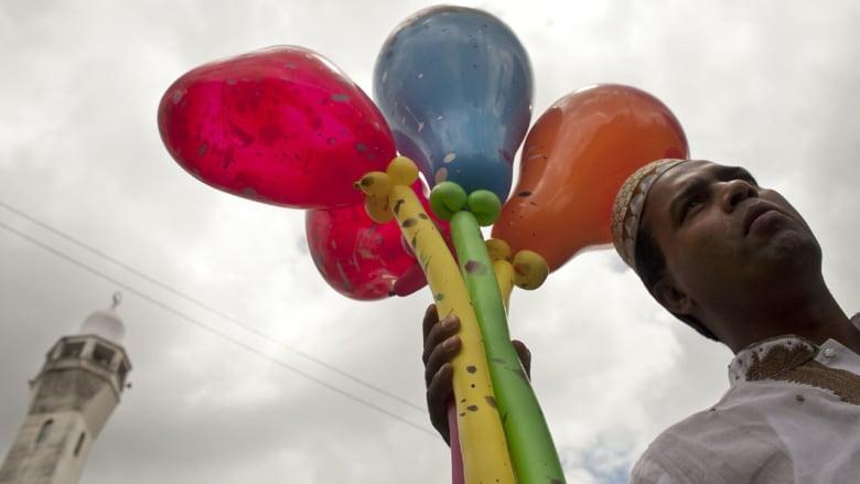 بالصور.. كيف احتفل العالم بعيد الفطر ؟