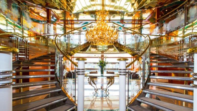 داخل يخت الـ67 مليون دولار الذي تحول إلى فندق