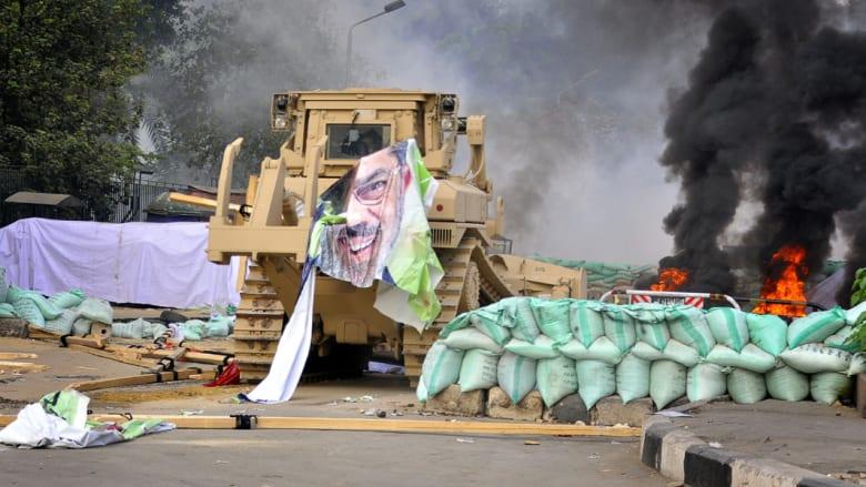 """القاهرة رداً على هيومن رايتس: تقرير فض اعتصام رابعة يتجاهل عمداً """"إرهاب الإخوان"""""""