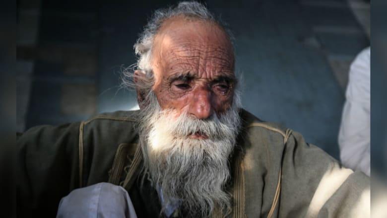 مسن أيزيدي يبكي
