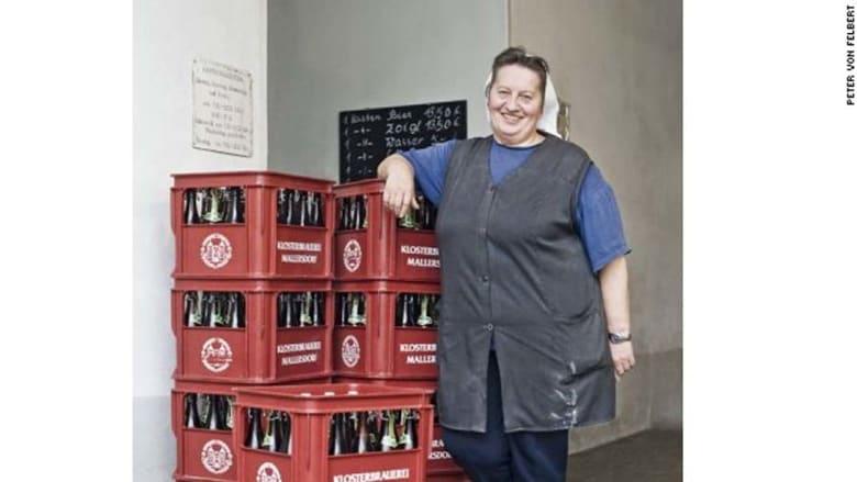 """الفرنسيسكان في الدير لا يطمحون إلى التوسع في حجم المبيعات والتصدير إلى الخارج، رغم ما يميز علامة """"الأخت دوريس """" التجارية في صناعة الجعة المحلية."""